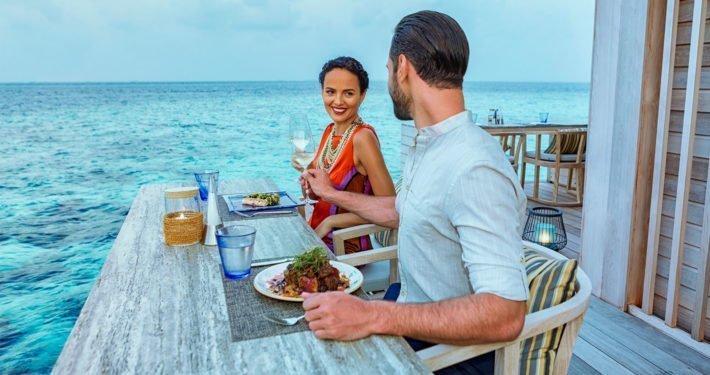 Aquarium Bar Hurawalhi Maldives