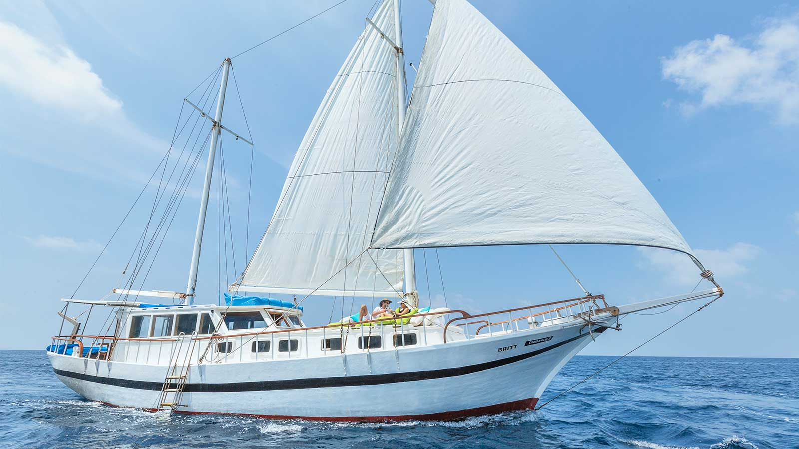 Britt Luxury Sailing Hurawalhi Maldives