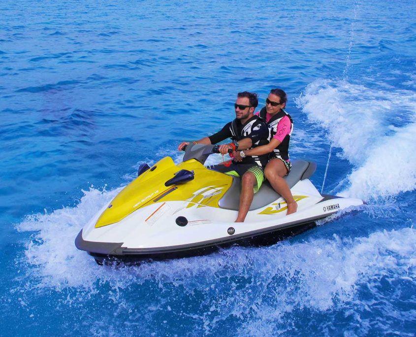 Watersports Hurawalhi Maldives