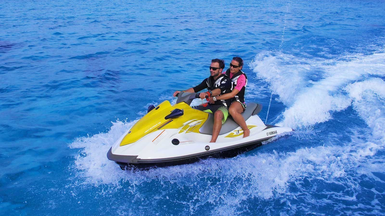 Watersports Hurawalhi Maldives