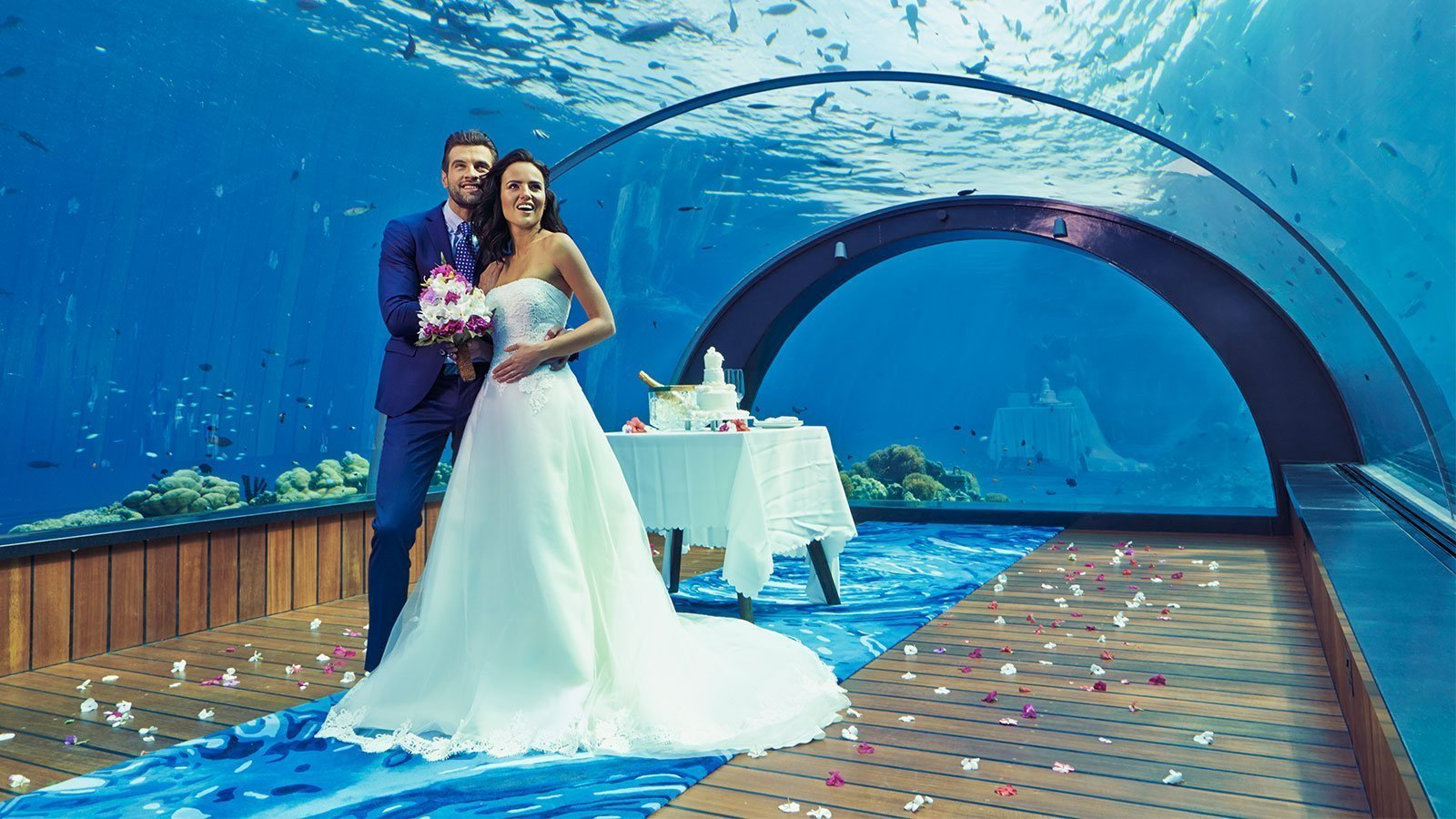 Hurawalhi undersea restaurant wedding
