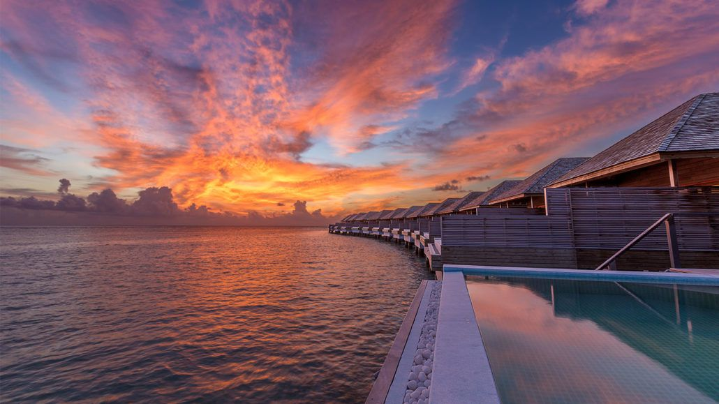 Ocean pool villa hurawalhi maldives resort villas maldives for Sunset lodge