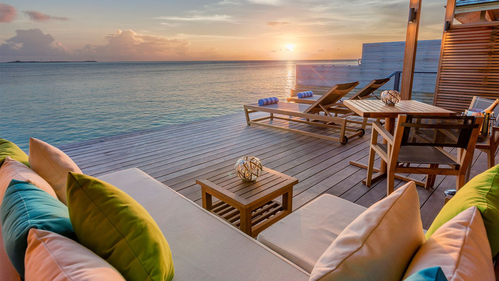 Villas together with Maldives Honeymoon moreover Top Seasons Hd Wallapers together with A City By Day Szczecin Poland in addition Romantic Breaks. on romantic sunset
