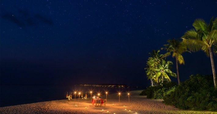 Candlelight dinner Hurawalhi Maldives