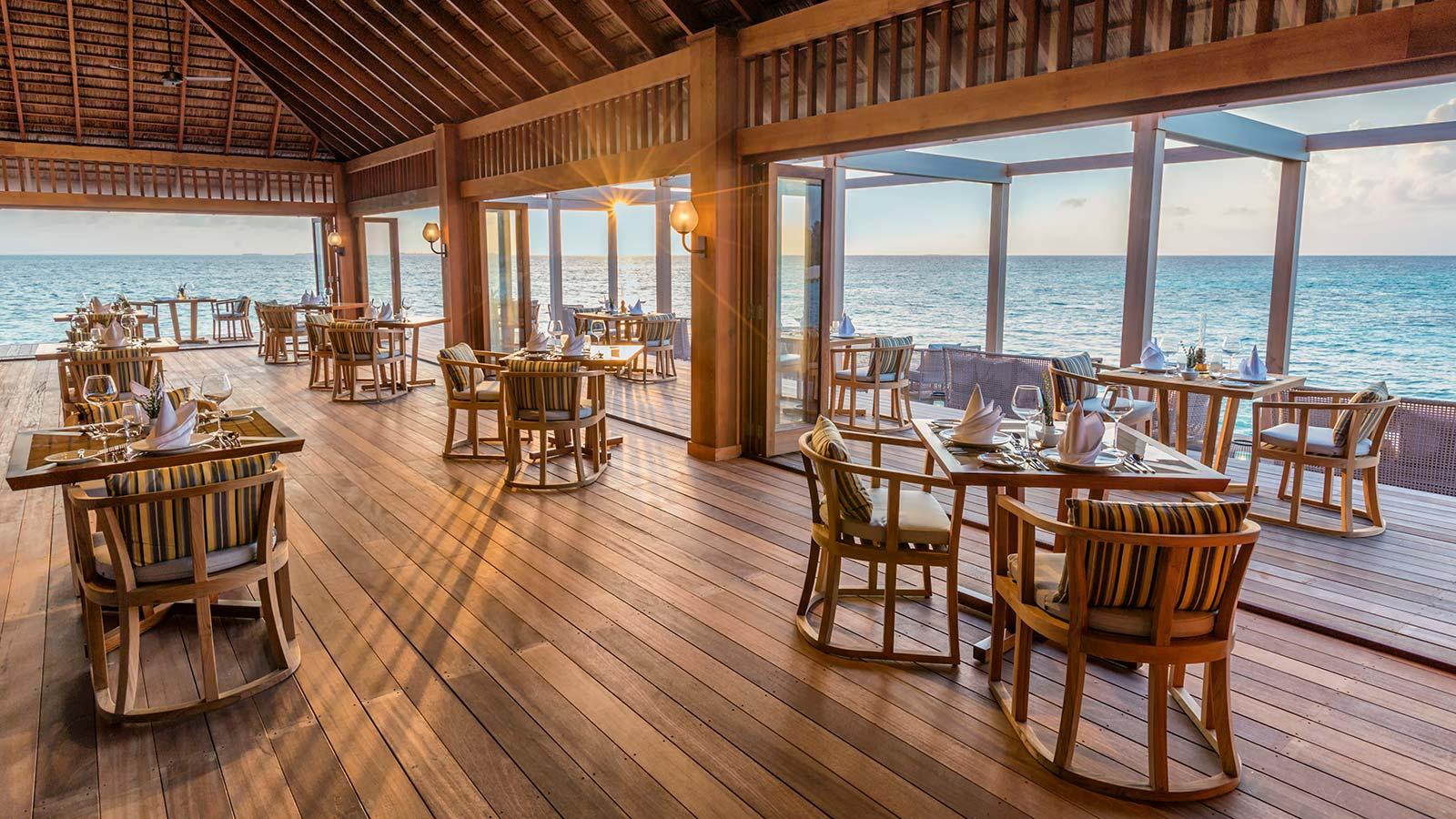 Hurawalhi Maldives Aquarium Restaurant