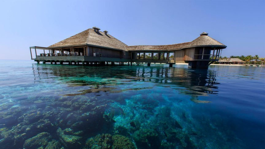 Aquarium Restaurant Hurawalhi Maldives